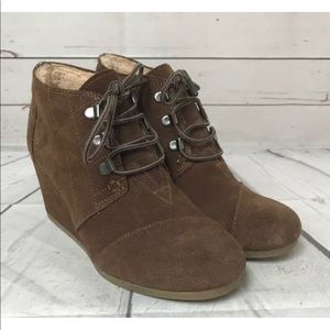 Toms Brown Wedge Booties Size 7 Shoes Lined